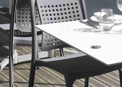 Fauteuil et table ambiance snack