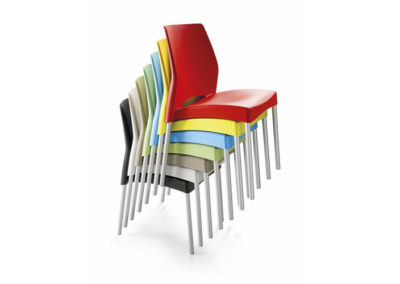 CHAISES EMPILABLE